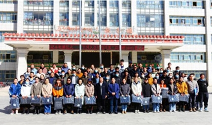 Wellhope's Vice President donates 100 laptops to Lhasa Nagqu Second High School